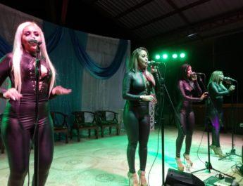 Son Karibe, show en la parroquia Bermejos