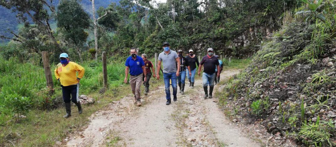 Construcción de la via hacia Runahurco